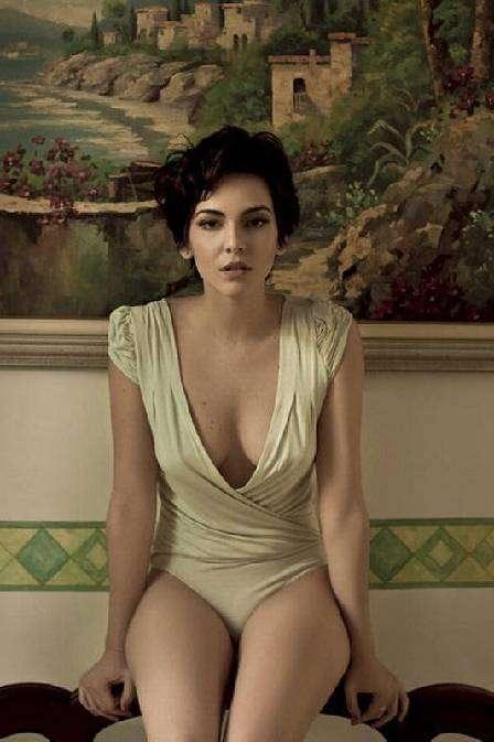 """Tainá Müller, a Paula de """"Insensato"""", posa sensual e fala de cenas de sexo"""