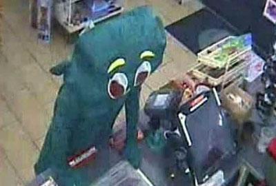 Homem se entrega após tentar roubar loja fantasiado de Gumby