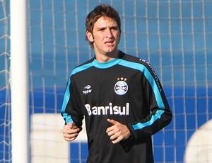 Festa levou Mário Fernandes se atrasar para apresentação na Seleção