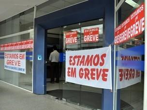 Greve dos bancários fecha mais de 4 mil agências no 1º dia, diz Contraf