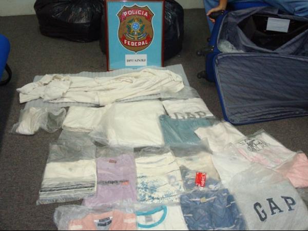 Idosos suspeitos de tráfico de drogas são presos em aeroporto