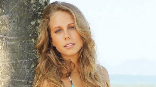 Namorada de filho de Eike Batista posa de biquíni e quer ser atriz