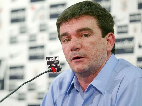 Andrés Sanches volta a chamar executivos da Globo de â??gângstersâ??