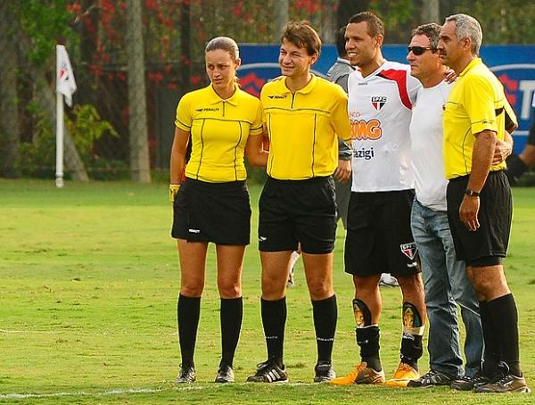 No último teste antes da reestreia, Luis Fabiano marca em jogo-treino