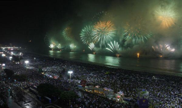 Mais de 3 milhões de pessoas assistiram a queima de fogos no Reveillon de Copacabana no Ri