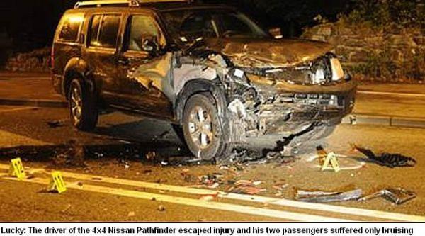 Motorista e passageiros ficam vivos após carro partir ao meio durante acidente