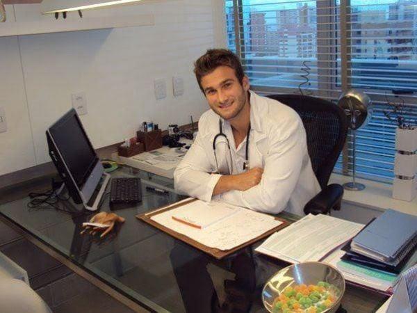 Ex-BBB Wesley volta a trabalhar como médico em Belo Horizonte