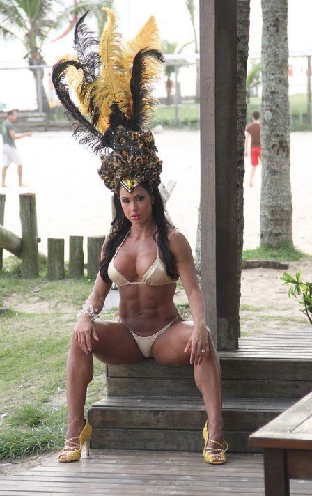 Gracyanne Barbosa exibe corpo musculoso em ensaio e atrai curiosos; veja fotos da gata!