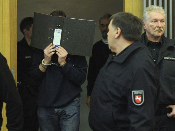 Padre alemão admite ter abusado centenas de vezes 3 garotos