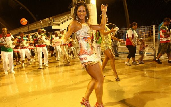 Ex-BBB Mayra Cardi estreia no carnaval após vencer timidez :