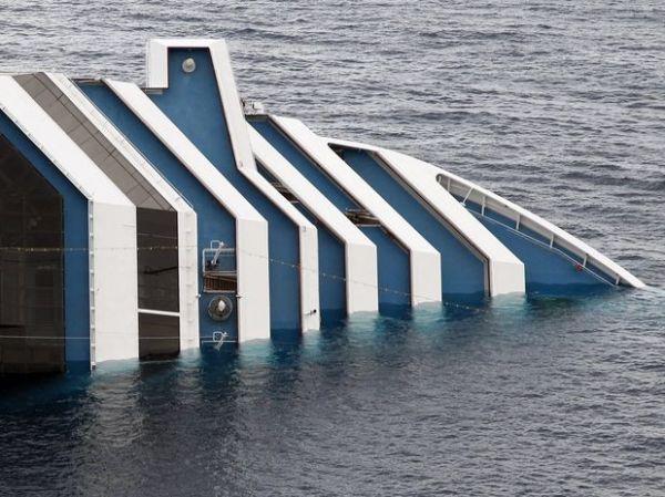 Itália encontra mais 2 corpos em navio naufragado após encalhar; mortos sobem para 5
