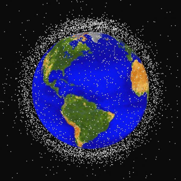 Queda de mais um satélite aumenta preocupação com o lixo espacial