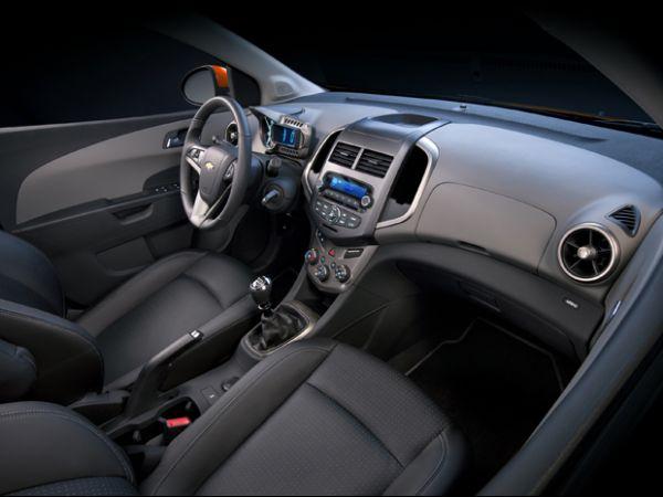 Chevrolet Sonic chega ao país em 2012 para acirrar rivalidade dos compactos; veja detalhes