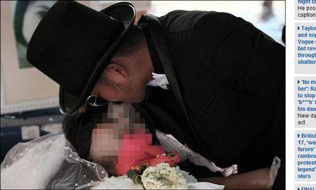 Homem se casa com mulher morta e lamenta não poder voltar no tempo e corrigir; vídeo!