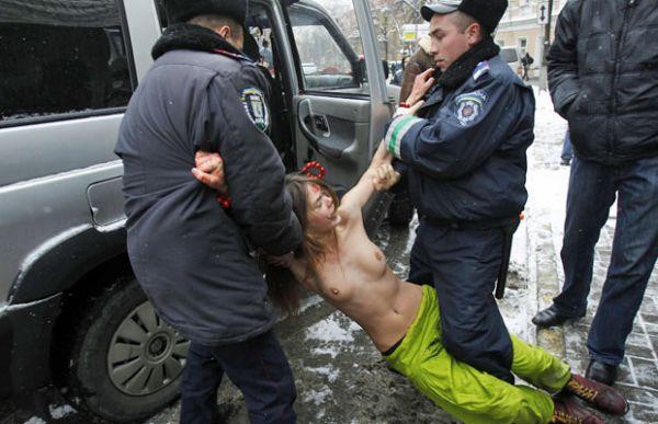 Ucranianas protestam contra limitação de vistos para a Índia
