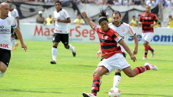 Esforço da diretoria por Ronaldinho pode selar fim de Luxemburgo no Flamengo