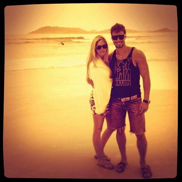 Bárbara Evans posa ao lado do namorado: ?Ano novo, vida nova ...?