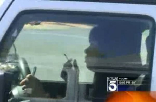 Motorista é flagrada com prato de comida enquanto dirigia nos EUA