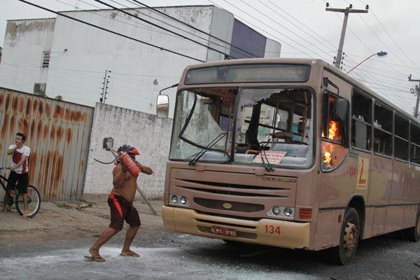 Tarifas de ônibus coletivos têm aumento em seis capitais do país