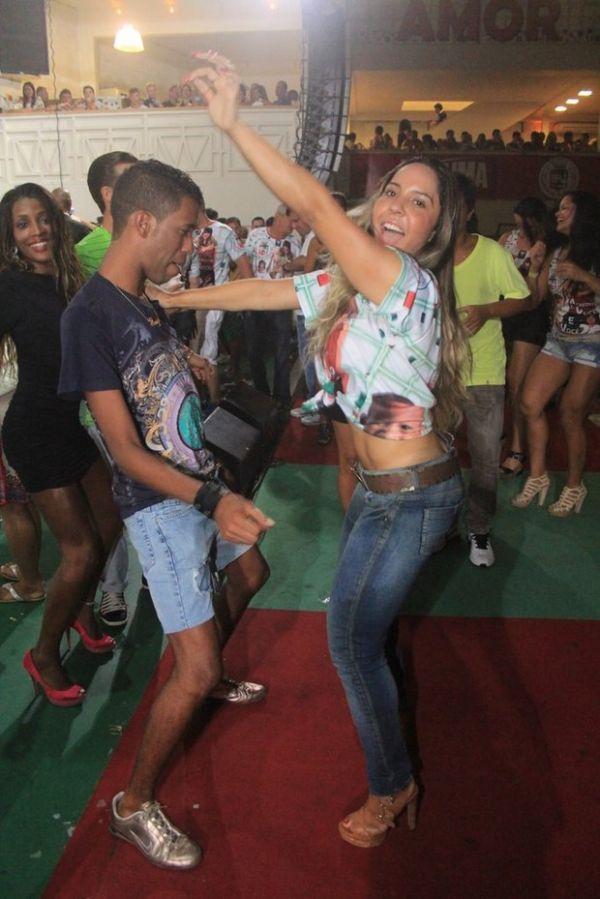 Dançarina Mulher Melão rebola e deixa fã bastante empolgado