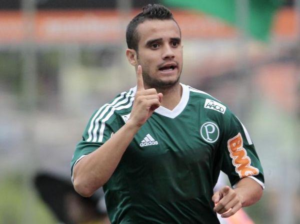 M. Leite entra, marca e dá vitória ao Palmeiras contra Bragantino