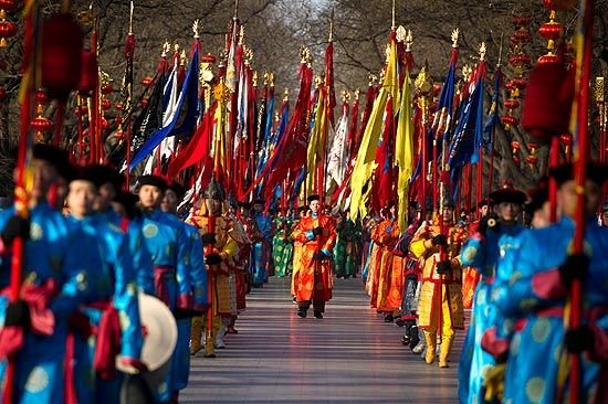 China saúda o Ano do Dragão com mistura de esperança e medo