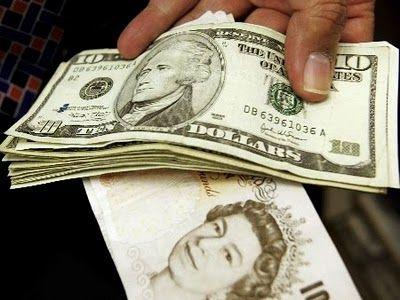 Gastos de brasileiros no exterior bate recorde devido dólar barato