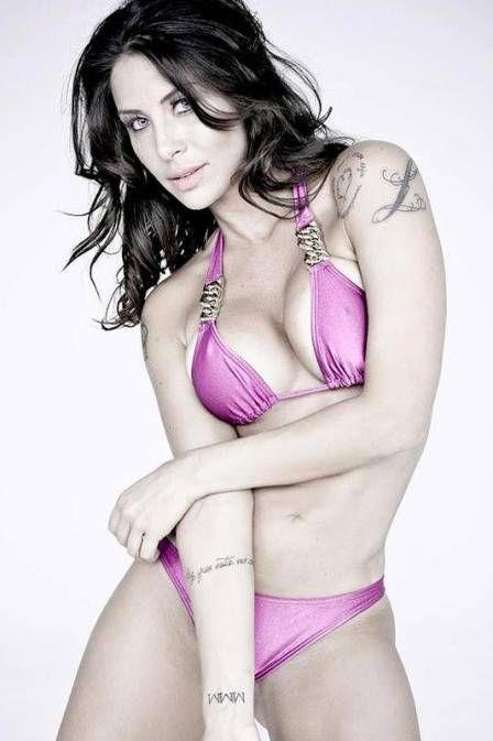 Lizi Benites emagrece e tira foto de biquíni para o próprio site