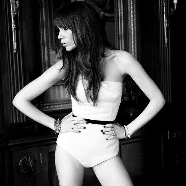 Vice Miss Bumbum mostra sensualidade ao posar só de camisa para ensaio fotográfico