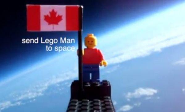 Com balão caseiro, estudantes enviam boneco Lego ao