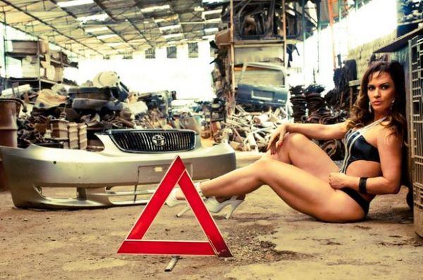 Núbia Oliiver exibe curvas em ensaio bem sensual para site