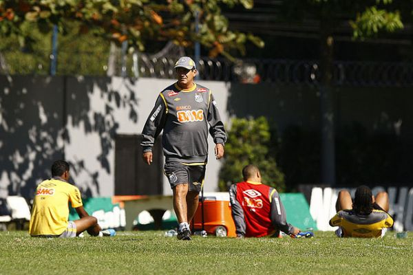 Apesar de revelar Neymar e Robinho, base do Santos é criticada por Muricy