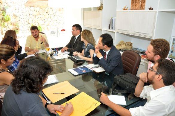 Governador define novos projetos para combate às drogas