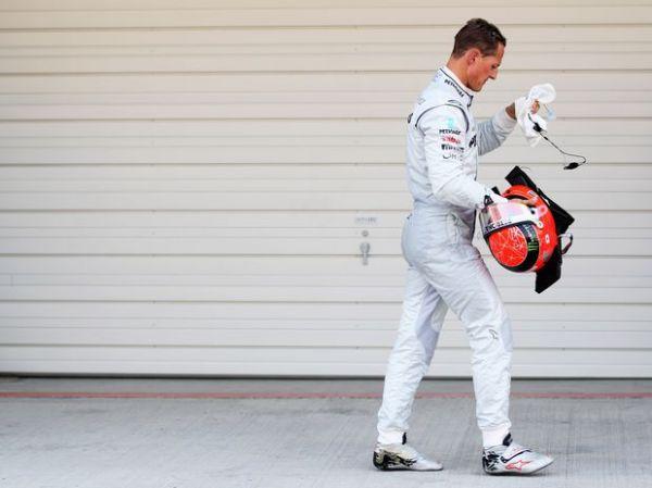 Schumacher não tem chances com Rosberg e para em 2012
