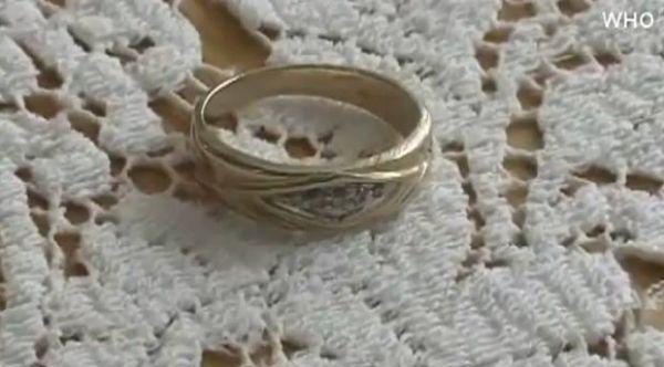 Americano recupera aliança de casamento após perdê-la há 20 anos