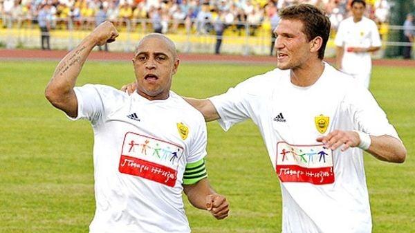 Roberto Carlos quer contrato vitalício no Anzhi, mas avisa: