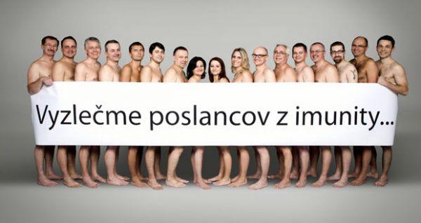 Deputados ficam nus em campanha contra imunidade na Eslováquia