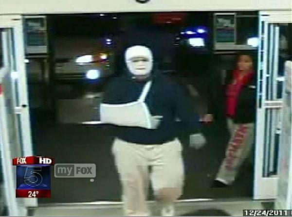 Ladrão rouba farmácia com rosto enfaixado e com o braço em tipoia