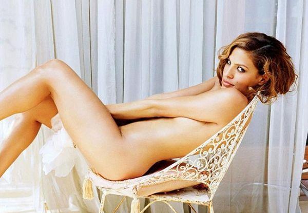 Eva Mendes faz caras e bocas e quase mostra tudo em ensaio sensual