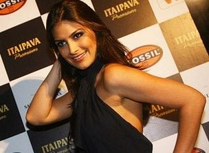 Ex-Miss Brasil cai em areia movediça e corta o rosto