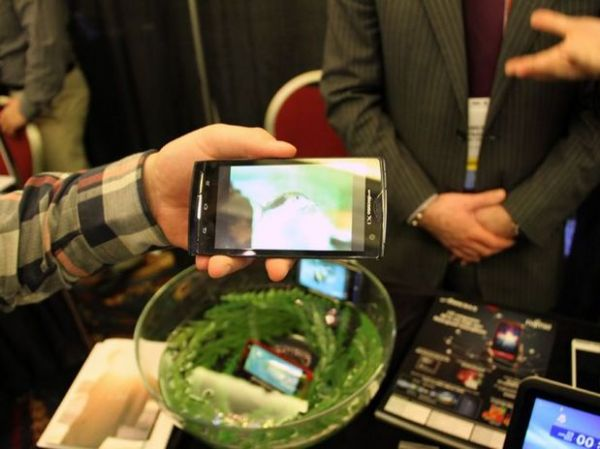Fujitsu apresenta smartphone mais fino do mundo