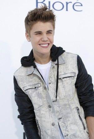 Justin Bieber fica com vergonha após vomitar durante show