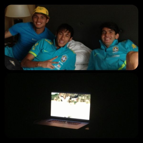 Kaká mostra entrosamento total com Neymar na plateia de