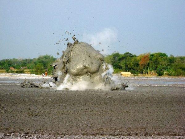 Bolha gigante se forma em lamaçal a cada 3min; conheça