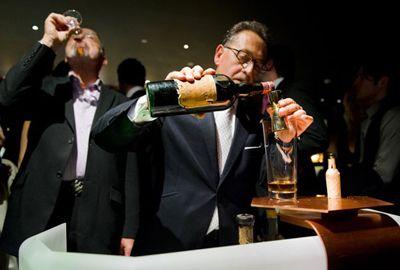 Dono de bar londrino cria coquetel mais caro do mundo
