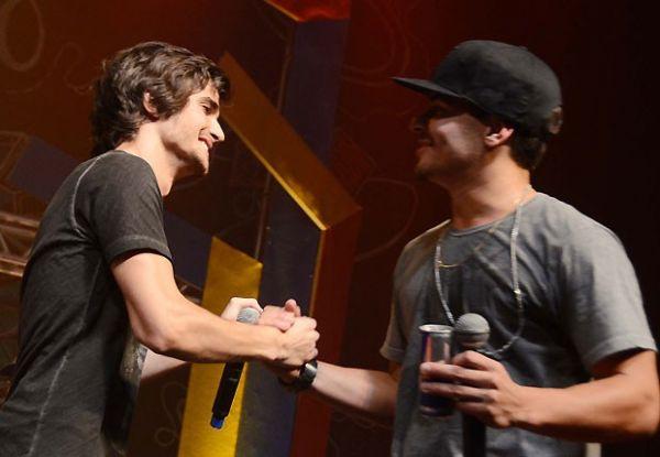 Fiuk agita festa com Thiago Martins com direito a dancinha