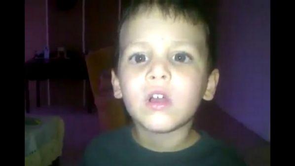 Inconsolável, criança chora ao saber que Chávez foi reeleito