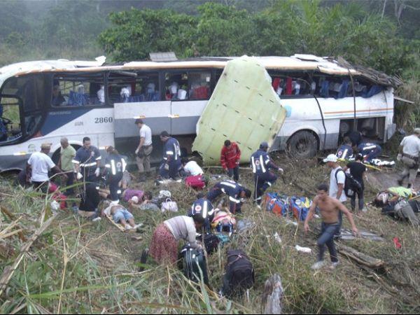 Ônibus capota e deixa 40 feridos na Bahia, diz polícia rodoviária