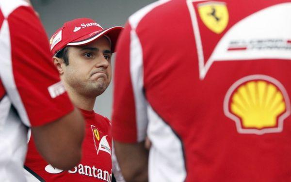 Pelo Twitter, Ferrari nega renovação de Massa: