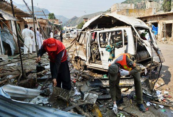 Chega a 16 o número de mortos em atentado no Paquistão
